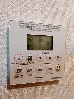 玄関横にある室内洗濯機置き場です♪ご成約で洗濯機プレゼント/新品♪(写真はプレゼント品です)防水パンが付いているので万が一の漏水にも安心ですね♪