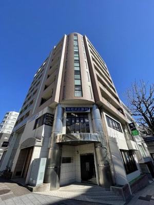ブルーライン・グリーンライン「センター南」駅徒歩1分の好立地!鉄筋コンクリートの9階建てマンションです♪通勤通学はもちろん、お買い物やお出かけにもGood☆