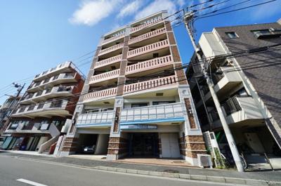 多路線利用可能な「横浜」駅徒歩圏内で通勤・通学に便利です。