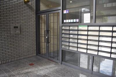 【エントランス】ハチブセ東大阪