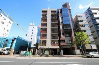 竹内マンション 鶯谷駅から徒歩5分・入谷駅からも徒歩5分の好立地!上野駅へも徒歩9分で行けます!入谷口通り沿いの物件で夜道も安心です!鉄骨鉄筋コンクリート造の8階建てマンション!