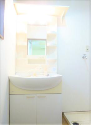 明るい洗面所です
