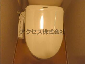 温水洗浄便座のトイレです