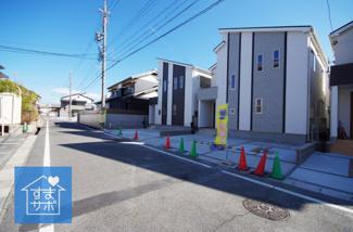 B号棟 現地(2019年2月)撮影 北側道路に面しているB号棟。 幅員広々6.0mです。開口8.4m。