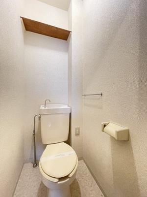 人気のバストイレ別です♪トイレが独立していると使いやすいですよね!横にはタオルを掛けられるハンガーもあります☆
