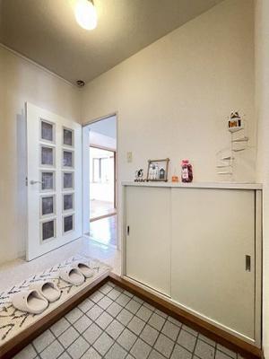 独立洗面台横にある洗濯機置き場です♪防水パンが付いているので万が一の漏水にも安心です!