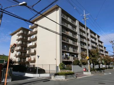 【現地写真】 総戸数77戸のマンションです♪