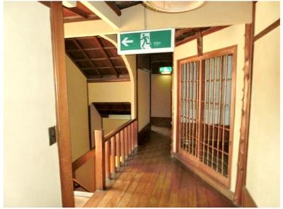 2F階段踊り場