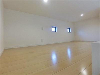 ロフトからの景観です!天井が高く開放感のある洋室8帖のお部屋です☆