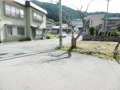 【前面道路含む現地写真】黒石市袋富田売地