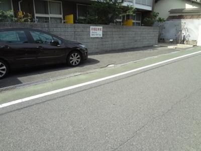 【外観】レオパレスワカクサ駐車場