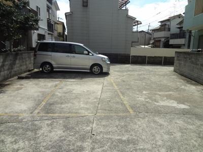 【居間・リビング】レオパレスワカクサ駐車場