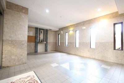 ゆとりのあるエントランスです 吉川新築ナビで検索