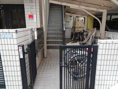 菅長ビル 鉄筋コンクリート造の外観タイル張りマンション!日暮里・鶯谷・三河島駅からそれぞれ徒歩10分。日暮里中央通りと尾竹橋通りから少し中に入った静かな環境です!駐輪場あります!
