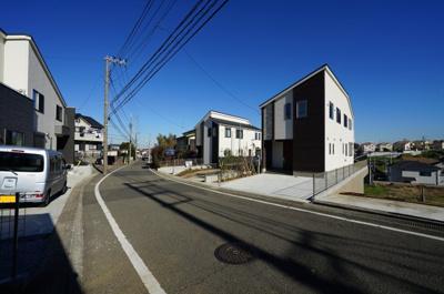 【前面道路含む現地写真】保土ヶ谷区仏向町 全4棟新築戸建て