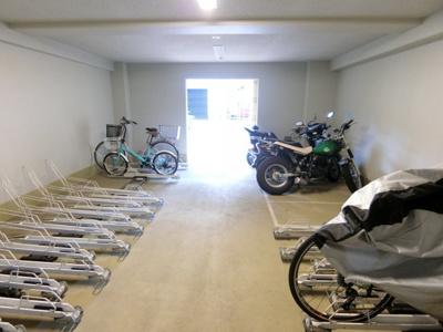 室内バイク置場