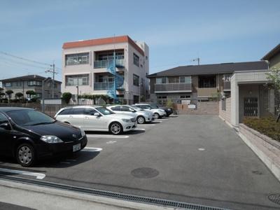 【駐車場】ラグジュアリー・ヴィレッジ B棟