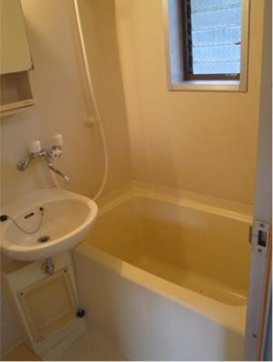 ハウス篠崎10号棟のゆったり過ごせるお風呂です
