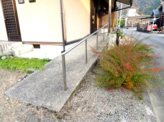 玄関からのスロープ