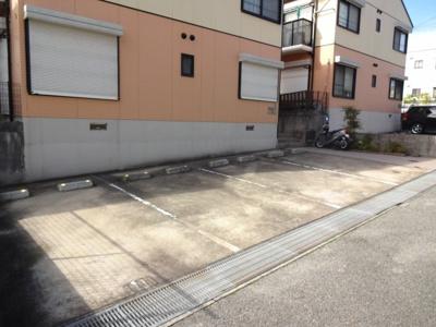 【駐車場】鹿の子台ハイツB棟