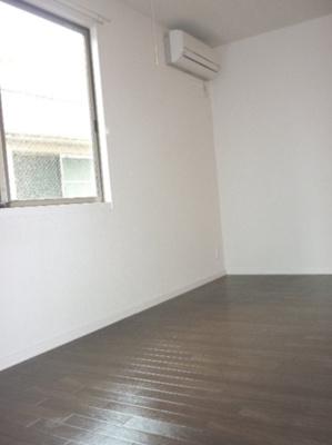 落ち着いた色調の洋室です サン・コンフォール