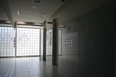 【エントランス】堺東から10分!12.4坪 店舗事務所! 堺インター目の前!角地ビル!