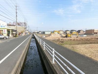 2018年11月25日撮影 北側公道 橋がかかります。