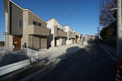 【前面道路含む現地写真】保土ヶ谷区仏向町 全3棟新築戸建て【成約済】