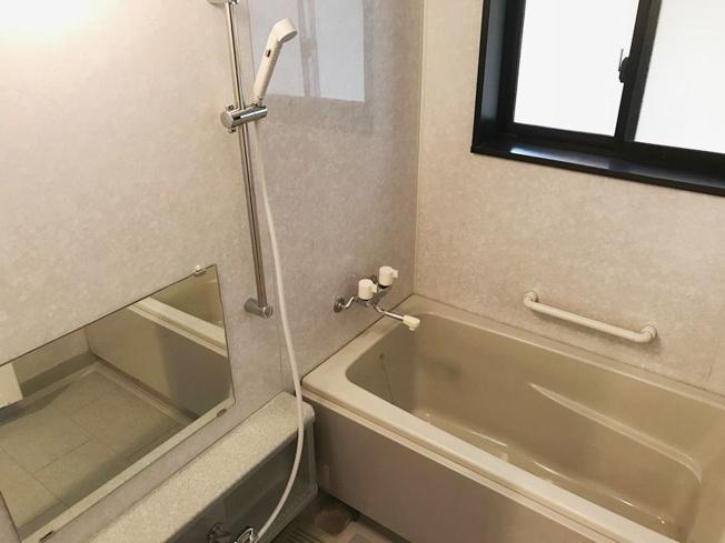 ファーネスト平尾(3LDK) 浴室は窓付きです