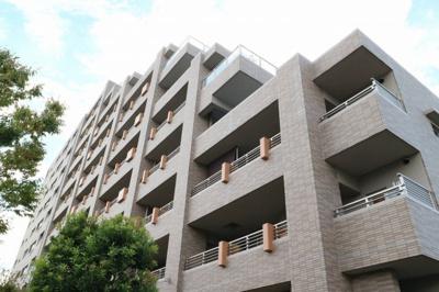 【現地写真】 鉄筋コンクリート造の13階建♪  陽当たりに良いマンションとなっております♪