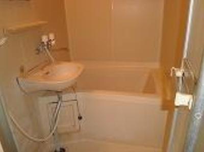 アーバンハウスイーストの落ち着いた空間のお風呂です☆