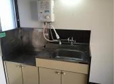 ファースト・アベニューのコンパクトなキッチンで掃除もラクラク(2口ガスコンロ設置可)☆