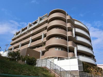 【現地写真】 鉄筋コンクリート造の7階建♪ 駅近くの陽当たりの良いマンションとなっております♪