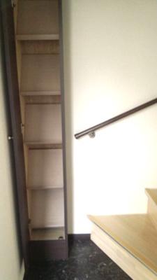 階段横収納スペース有り