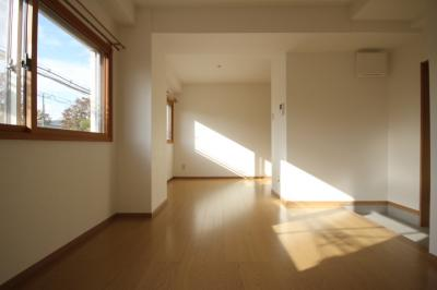 【居間・リビング】ねごろマンション