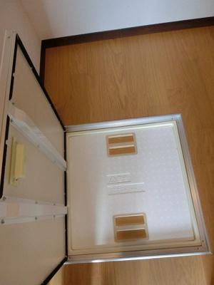 洋室6帖のウォークインクローゼット内にある床下収納です☆ちょっとした物の収納に便利◎洗面所にも床下収納を完備しています!