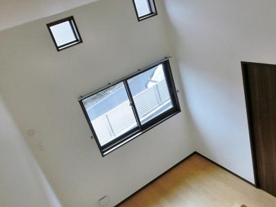 ロフトからの景観です!天井が高く開放感のある洋室6帖のお部屋です☆
