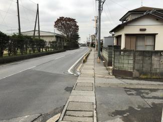 3m道路からの隣接道路です‼歩道もしっかりしてますのでお子様の通学にも安心です。
