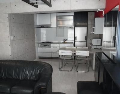 リビングから見たキッチンです!!