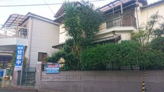 閑静な住宅街に建ち、高台に位置しているので、陽当り通風良好