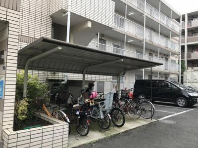 屋根付きの駐輪場があるので雨が降っても安心です☆自転車があれば通勤・通学、お買い物にも便利です♪