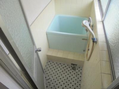【浴室】湯里4丁目貸家