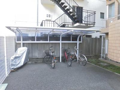 屋根付きの駐輪場があるので雨が降っても安心です☆自転車があれば通勤・通学、お買い物にも便利です!
