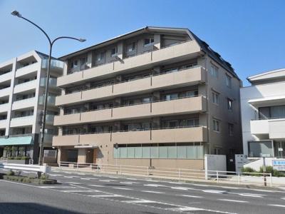 東急田園都市線「鷺沼」駅より徒歩9分!鉄筋コンクリートの6階建てマンションです♪通勤通学はもちろん、お買い物やお出かけにもGood☆