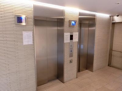 【現地写真】 忙しい朝にエレベーター2基は嬉しい設備ですね♪ 安心して、お出かけできますね♪
