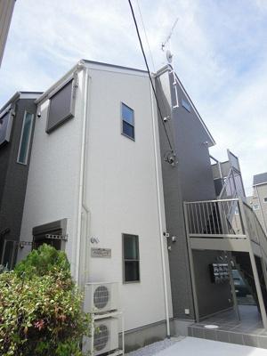 京浜急行線「京急川崎」駅・京浜東北線「川崎」駅より徒歩圏!2駅2沿線利用可能♪築浅の2階建てアパートです♪