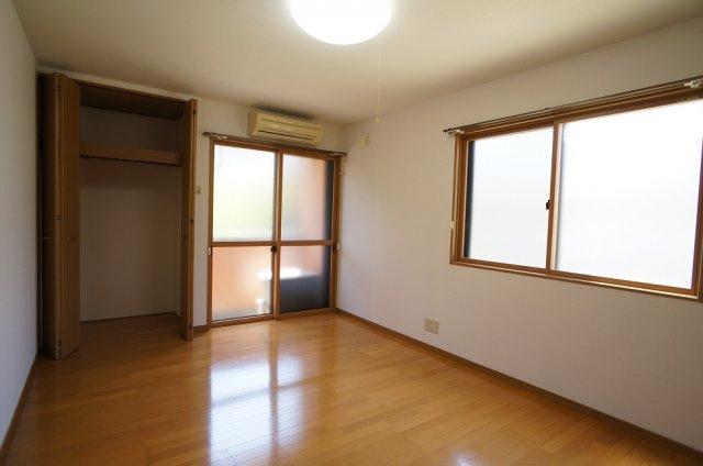 二面採光の明るいお部屋