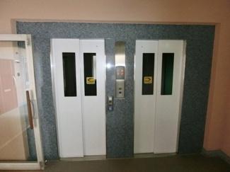 2基のエレベーターがあります