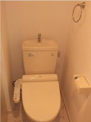 ゴッドフィールド西台のゆったりとした空間のトイレです(温室洗浄機付)☆