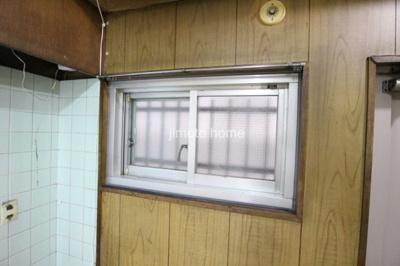 キッチンに窓